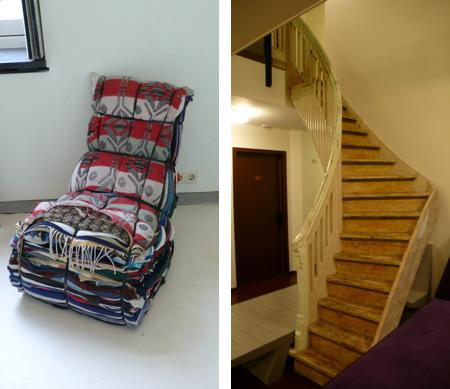 Фотьойл в лобито и автентична стълба