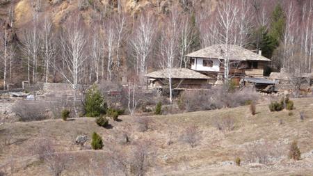 Къщата е в края на селото
