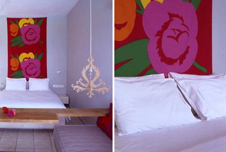 Цветна табла на леглото, за акцент