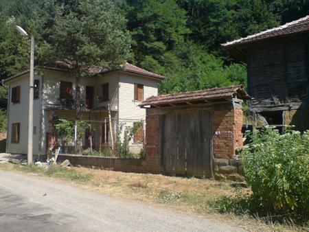 Реновираната къща в селото