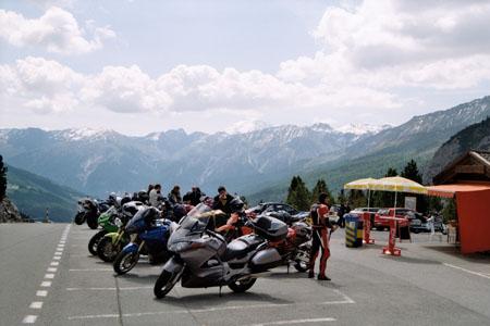 Моторите по алпийските пътища...