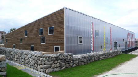 Сграда за даване на ски под наем в Банско