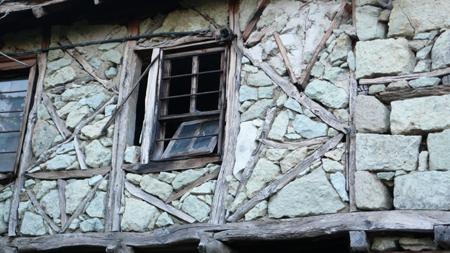 Стена с камък за пълнеж