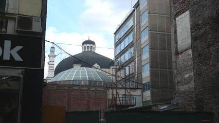 Поглед към Софийската синагога от ул. Пиротска